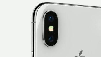 Apple iPhone X TV Spot, 'Está aquí' canción de Sofi Tukker [Spanish] - Thumbnail 6