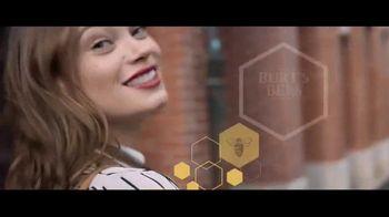 Burt's Bees All-Natural Lipstick TV Spot, 'Not Synthetic' - Thumbnail 10