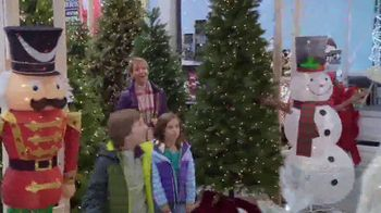 Lowe's TV Spot, 'The Moment: Snowman' - Thumbnail 5