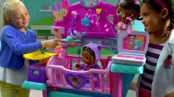 Doc McStuffins Baby All-in-One Nursery TV Spot, 'Toy Baby Checkup' - Thumbnail 8