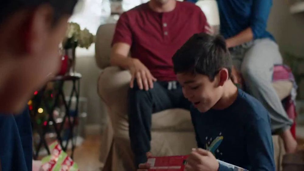 walmart tv commercial 'rompe' canción de daddy yankee