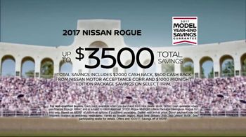2017 Nissan Rogue Sport TV Spot, 'New Tricks' Song by Journey [T2] - Thumbnail 10