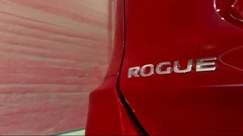 2017 Nissan Rogue Sport TV Spot, 'New Tricks' Song by Journey [T2] - Thumbnail 5