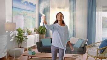 Febreze ONE Fabric & Air Mist TV Spot, 'Spray & Stay' - Thumbnail 6