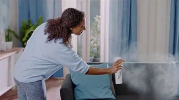Febreze ONE Fabric & Air Mist TV Spot, 'Spray & Stay' - Thumbnail 8