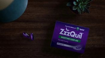 Vicks ZzzQuil LiquiCaps TV Spot, 'Fall Asleep Fast' - Thumbnail 1