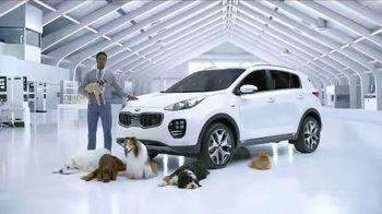 Kia Fall Savings Time TV Spot, 'Dog Walkers: 2017 Sportage' - Thumbnail 9