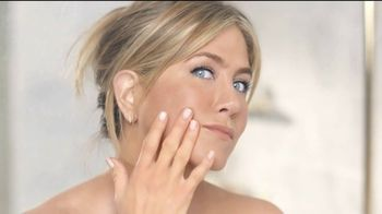 Aveeno TV Spot, 'Un minuto' con Jennifer Aniston [Spanish] - Thumbnail 6