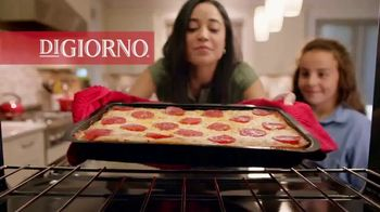 DiGiorno Crispy Pan Pizza TV Spot, 'PAN PAN PAN PAN' [Spanish] - Thumbnail 1