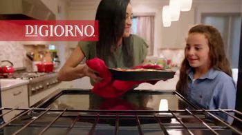 DiGiorno Crispy Pan Pizza TV Spot, 'PAN PAN PAN PAN' [Spanish] - Thumbnail 2
