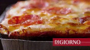 DiGiorno Crispy Pan Pizza TV Spot, 'PAN PAN PAN PAN' [Spanish] - Thumbnail 6