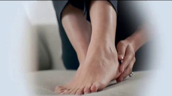 Amopé Pedi Perfect TV Spot, 'Give the Gift of Effortlessly Smooth Feet' - Thumbnail 6