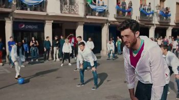 Pepsi TV Spot, 'Paint the World Blue' con Lionel Messi [Spanish] - Thumbnail 2