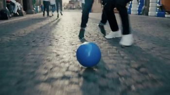 Pepsi TV Spot, 'Paint the World Blue' con Lionel Messi [Spanish] - Thumbnail 6