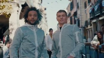 Pepsi TV Spot, 'Paint the World Blue' con Lionel Messi [Spanish] - Thumbnail 7