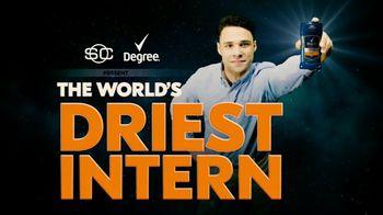 Degree TV Spot, 'ESPN: The World's Driest Intern' Featuring Kenny Mayne - Thumbnail 2