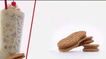 Sonic Drive-In Cookie Jar Shakes TV Spot, 'Una pareja perfecta' [Spanish] - Thumbnail 6