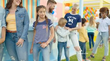 Old Navy TV Spot, 'Denim for the Whole Fam' Song by Thomas Rhett - Thumbnail 3
