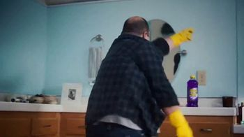 Pine Sol TV Spot, 'Bathroom' Song by Martin Solveig & GTA - Thumbnail 6