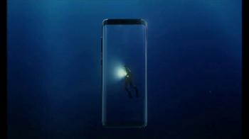 Samsung Galaxy S8 TV Spot, 'Unbox su teléfono: buceador' [Spanish] - Thumbnail 3