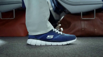 SKECHERS Wide Fit TV Spot, 'Wide Fit Casuals' con Howie Long [Spanish] - Thumbnail 4