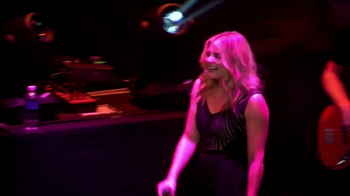 CoverGirl Outlast TV Spot, 'CMT: Undercover New York' Feat. Lauren Alaina - Thumbnail 1