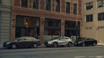 Infiniti QX30 TV Spot, 'Showing Off' [T1] - Thumbnail 9