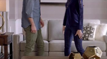 La-Z-Boy Year End Sale TV Spot, 'Best of Both' Featuring Brooke Shields - Thumbnail 5