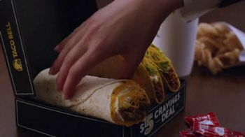 Taco Bell $5 Cravings Deal TV Spot, 'Los favoritos de Luisa' [Spanish] - Thumbnail 3