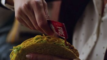 Taco Bell $5 Cravings Deal TV Spot, 'Los favoritos de Luisa' [Spanish] - Thumbnail 5