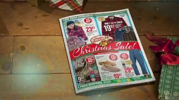 Bass Pro Shops Christmas Sale TV Spot, 'Last-Minute Gifts: Throws & Shirts' - Thumbnail 4