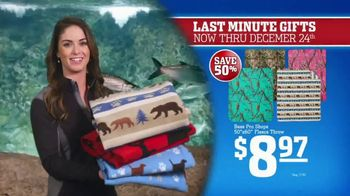 Bass Pro Shops Christmas Sale TV Spot, 'Last-Minute Gifts: Throws & Shirts' - Thumbnail 5