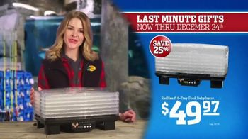 Bass Pro Shops Christmas Sale TV Spot, 'Last-Minute Gifts: Throws & Shirts' - Thumbnail 7