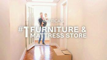 Ashley HomeStore New Year's Savings Bash TV Spot, 'New Home: Mattress' - Thumbnail 9