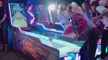 Dave and Buster's TV Spot, 'Holiday Fun' - Thumbnail 8