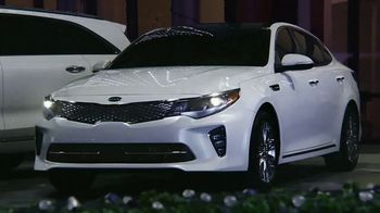 Kia Evento Light Up the Holidays TV Spot, 'Sorento y Optima' [Spanish] - Thumbnail 4