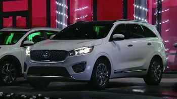 Kia Evento Light Up the Holidays TV Spot, 'Sorento y Optima' [Spanish] - Thumbnail 5