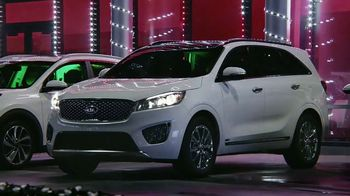 Kia Light Up the Holidays Sales Event TV Spot, 'Light Show' [T2] - Thumbnail 4
