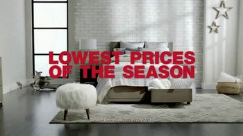 Macy's After Christmas Sale TV Spot, 'New Year, New Look' - Thumbnail 3