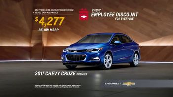 Chevy Employee Discount for Everyone TV Spot, 'Happy Holidays: 2017 Cruze' [T2] - Thumbnail 7