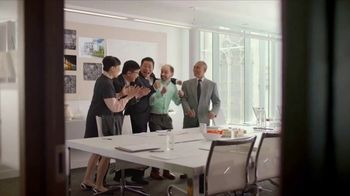 Bounce Dryer Sheets TV Spot, 'Don't Let Wrinkles Ruin Your Meeting' - Thumbnail 9