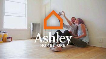 Ashley HomeStore New Year's Savings Bash TV Spot, 'Create Memories' - Thumbnail 3