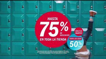 Old Navy TV Spot, 'Boliche' canción de MEN$A [Spanish] - Thumbnail 10