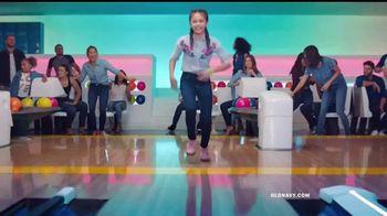 Old Navy TV Spot, 'Boliche' canción de MEN$A [Spanish] - Thumbnail 6