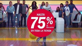 Old Navy TV Spot, 'Boliche' canción de MEN$A [Spanish] - Thumbnail 8