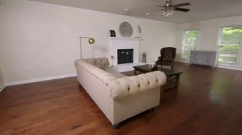 Bassett Ring in a New Look TV Spot, 'HGTV Home: Young Professionals' - Thumbnail 1