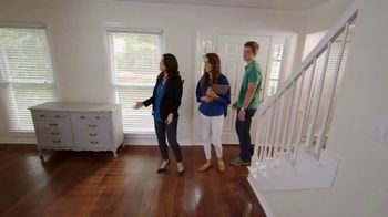 Bassett Ring in a New Look TV Spot, 'HGTV Home: Young Professionals' - Thumbnail 2