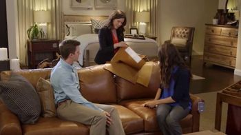 Bassett Ring in a New Look TV Spot, 'HGTV Home: Young Professionals' - Thumbnail 6