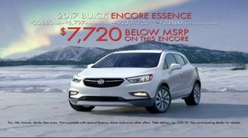 2017 Buick Encore TV Spot, 'Get Wrapped up in the Holidays' [T1] - Thumbnail 8
