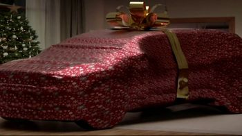 2017 Buick Encore TV Spot, 'Get Wrapped up in the Holidays' [T1] - Thumbnail 4